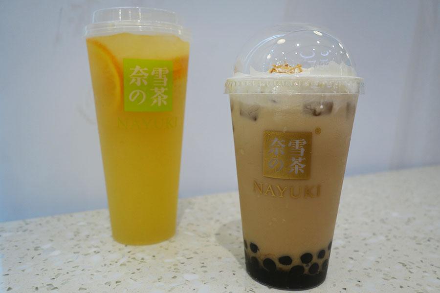 (左から)「奈雪の茶」の「奈雪オレンジジャスミン」(720円〜)、「大紅袍烏龍タピオカミルクティー」(800円)※すべて税別