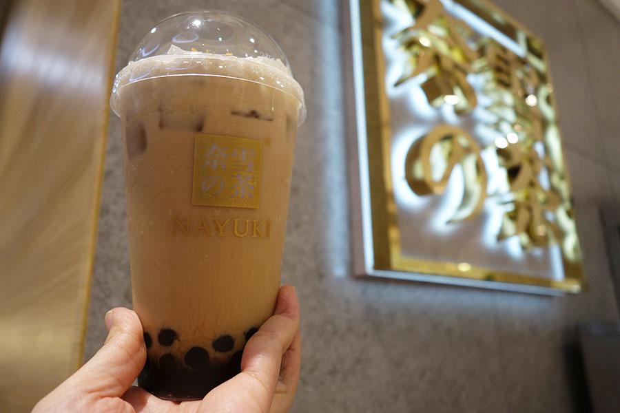 奈雪の茶は、中国を中心に369店舗以上を展開。写真は大紅袍烏龍茶タピオカミルクティー800円