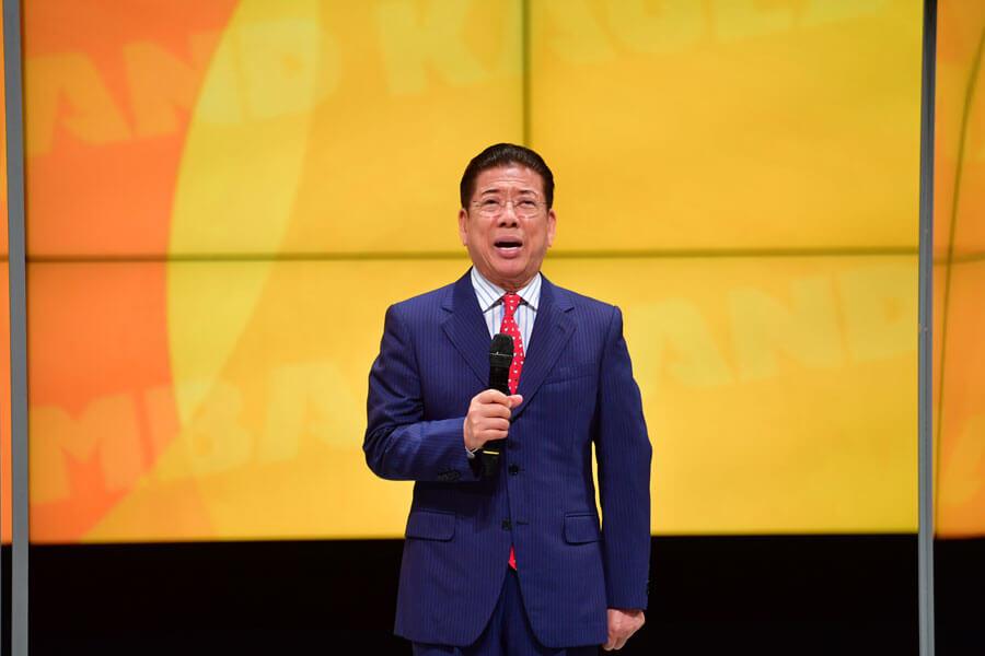 「なんばグランド花月」が観客を入れて営業再開するにあたり、挨拶した西川きよし(6月19日・NGK)
