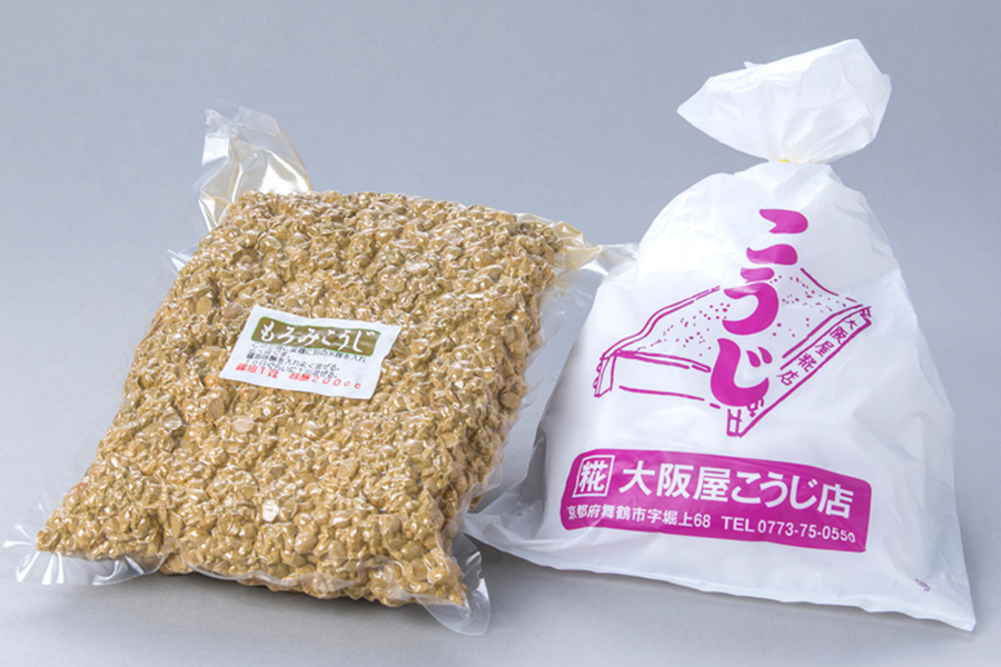 「大阪屋こうじ店」の手作りもろみ麹セット。出来上がったら野菜をディップ!