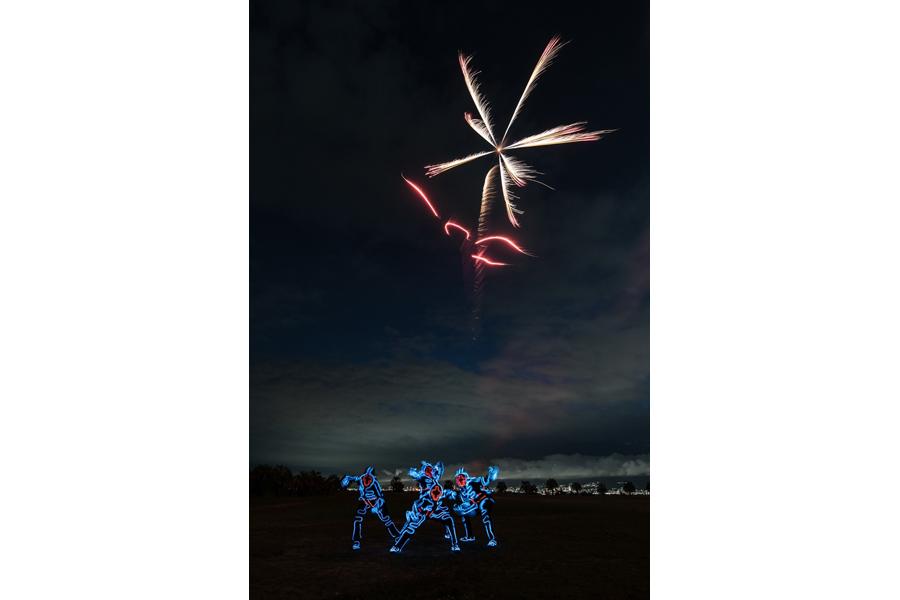 大阪の舞洲での打ち上げでは、世界で活躍するストリートダンスクルー・EL SQUADとコラボも(提供:葛城煙火)