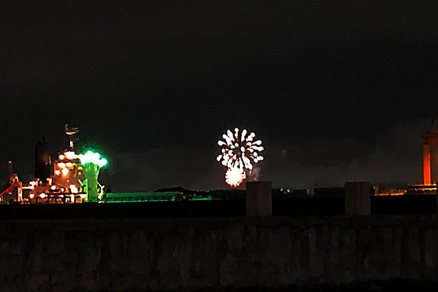 収束願う希望の花火が全国一斉に、大阪でも50発上がる