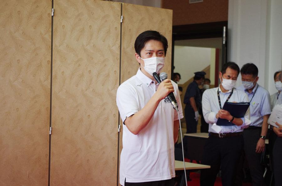 「空気感染しないのであればソーシャルディスタンスのガイドラインが正しいかどうか早急に見直したい」と吉村洋文知事(6月12日・大阪府庁)