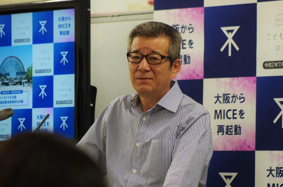 「大変申し訳ないが、マンパワーを拡充し対応している。ご理解いただきたい」と苦渋の表情を見せた松井一郎市長(6月18日・大阪市役所)