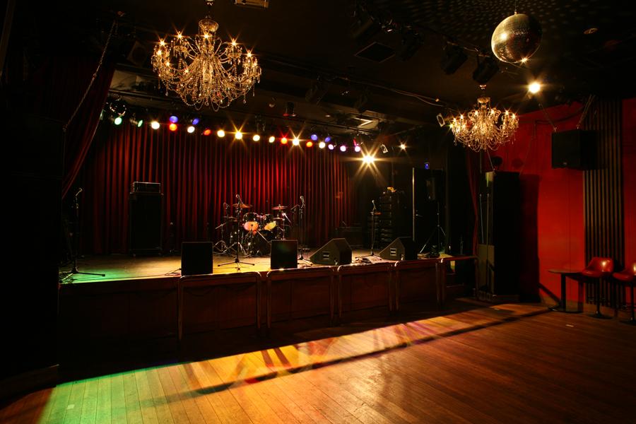 オープン当初より百花繚乱をテーマにさまざまな企画イベントやライブをおこなっている「梅田シャングリラ」(大阪市北区)