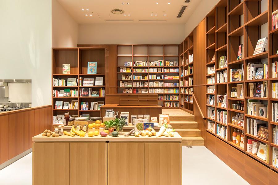 京都のオーガニック農産物を扱う「坂ノ途中」と書店「鴎来堂」がコラボ。食事と本を同時に楽しめる