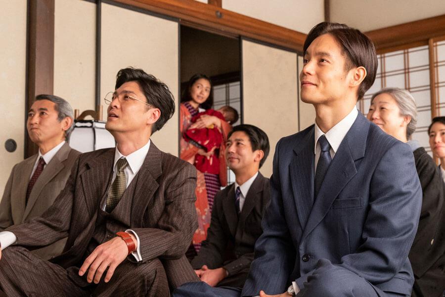 自身が作曲した校歌の完成披露会に参加する裕一(窪田正孝)(C)NHK