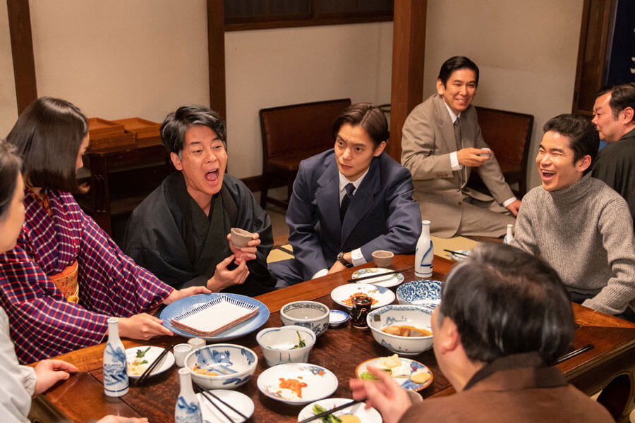 裕一(窪田正孝)との再会を喜ぶ父・三郎(唐沢寿明)(C)NHK