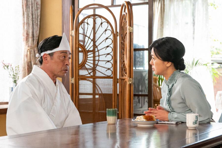 第57回より、久しぶりの再会を果たす安隆(光石研)と妻・光子(薬師丸ひろ子)(C)NHK