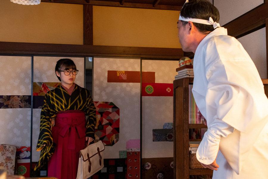 第57回より、梅(森七菜)の前に姿を現した安隆(光石研)(C)NHK
