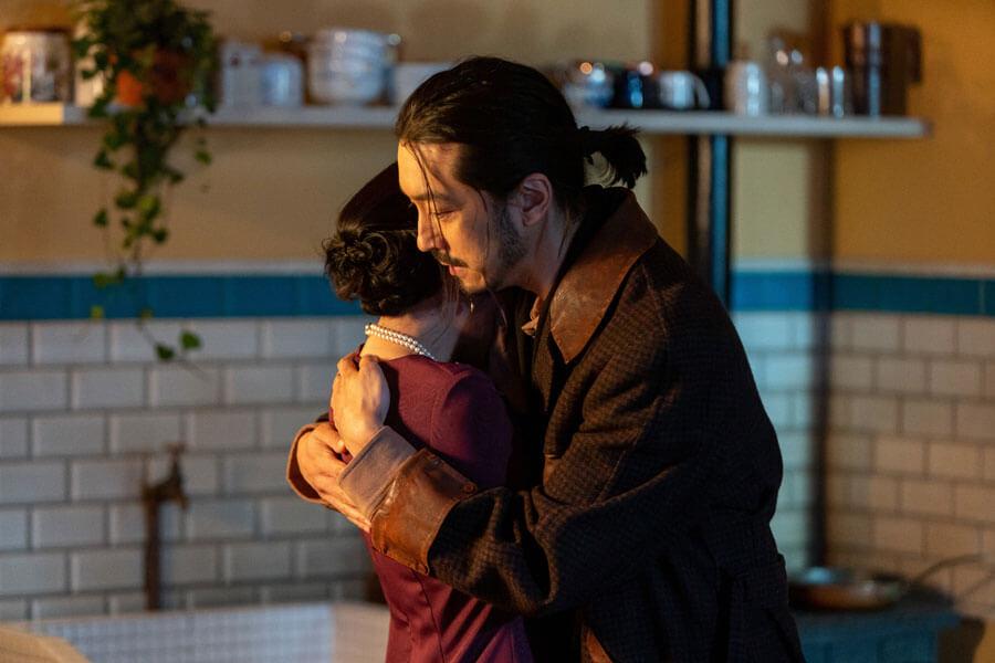 第60回より、抱きしめ合う環(柴咲コウ)と嗣人(金子ノブアキ)(C)NHK