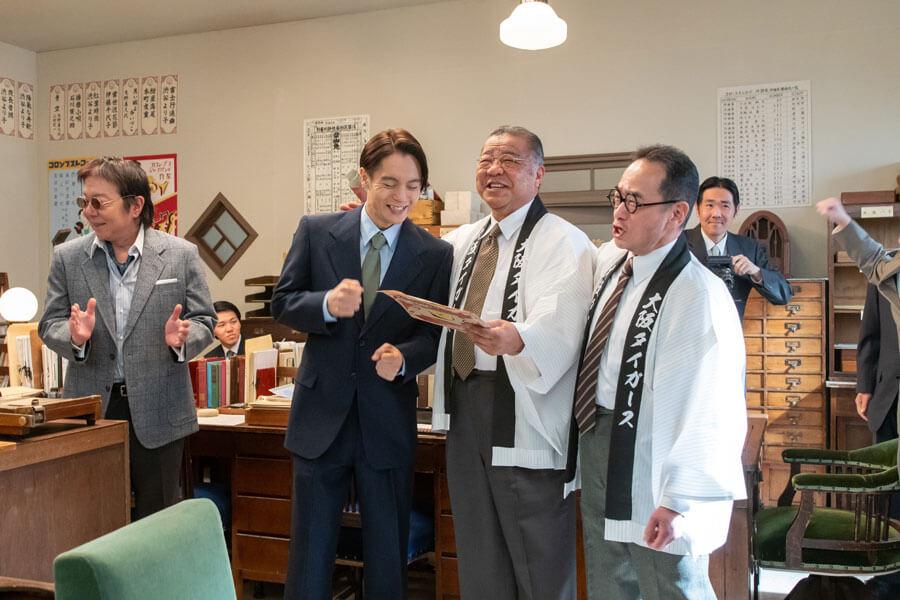 『エール』第61回に登場した阪神タイガースOBの掛布雅之さん(C)NHK