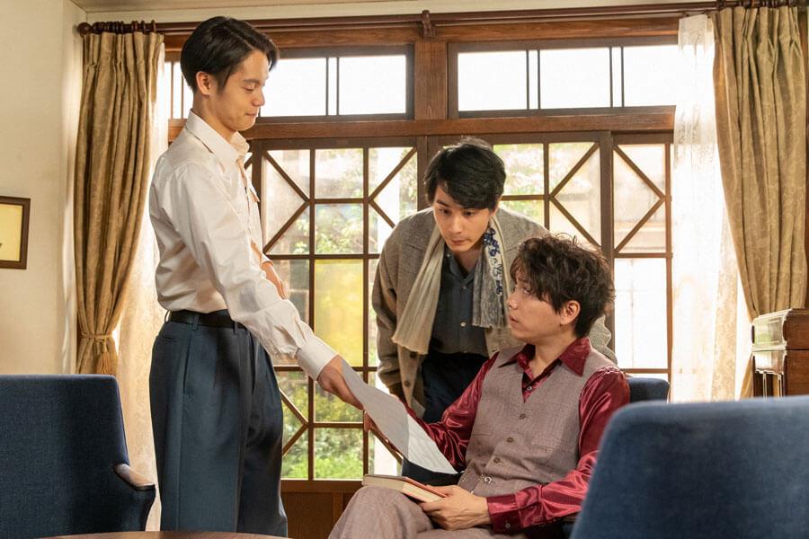 第64回より、オーディションを控える久志(山崎育三郎)を後押しする裕一(窪田正孝)と鉄男(中村蒼)(C)NHK