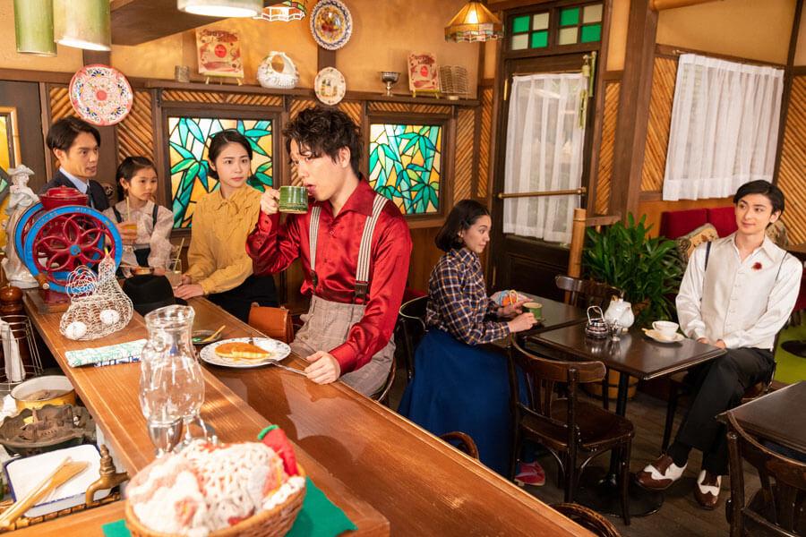オーディション後、喫茶「バンブー」に集まった一同(C)NHK