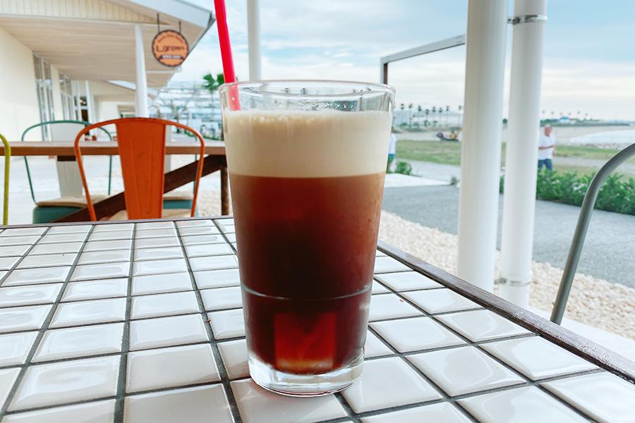 ALL GOOD BURGERでは、窒素を使って泡が楽しめるニトロコーヒーも提供
