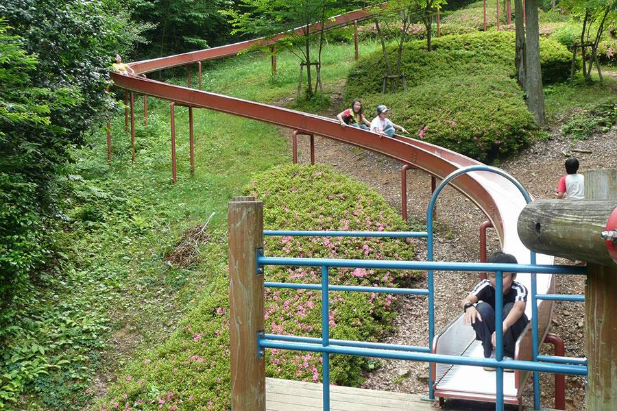「アクトパル宇治」の全長約50mのローラースライダー