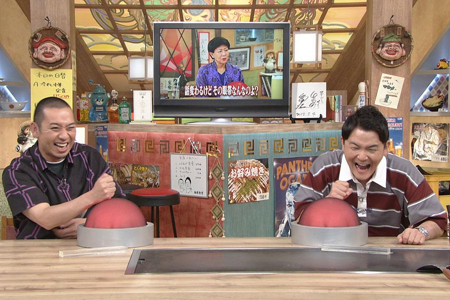 7日放送で登場した美川憲一&神田うのペアに爆笑する千鳥 (C)ABCテレビ