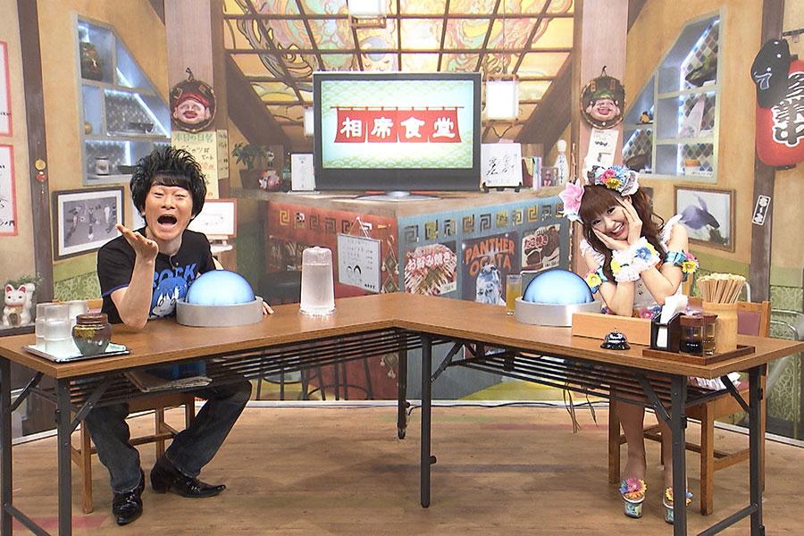 14日放送の『相席食堂』に夫婦で登場したかつみ・さゆり (C)ABCテレビ