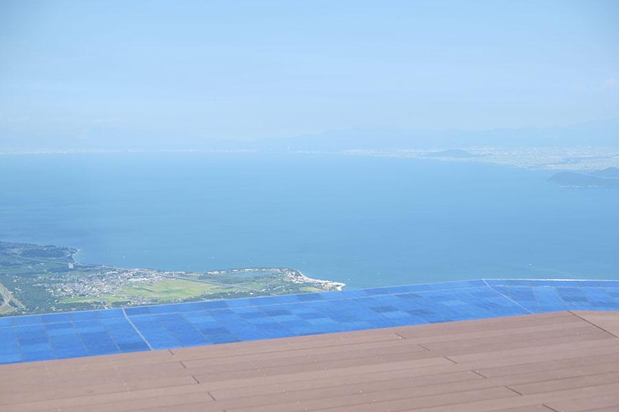晴天時の山頂は琵琶湖の対岸まで望める