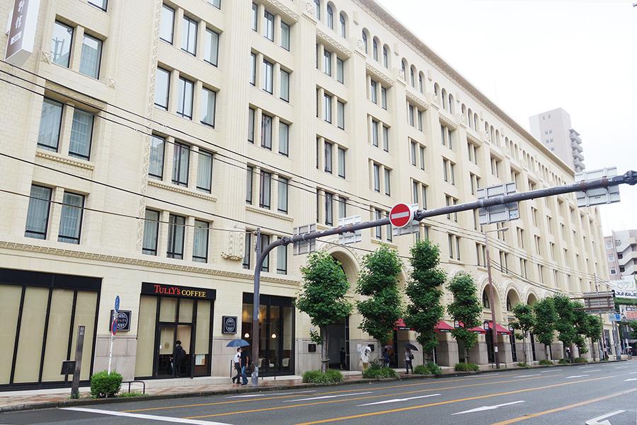 堺筋に面して建つ「高島屋東別館」