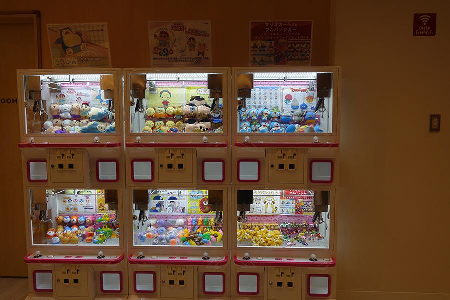 ホール内には、「バンダイナムコ」のミニクレーンゲーム機が12台設置