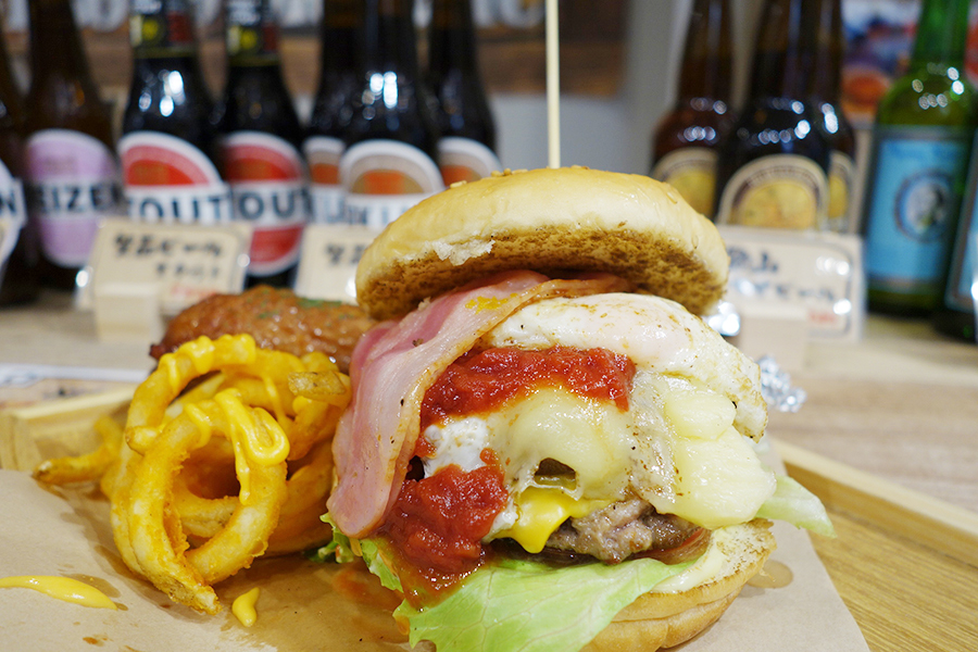 「GASTORO290ORGANIC」ボリュームのある神戸牛ダブルチーズバーガー