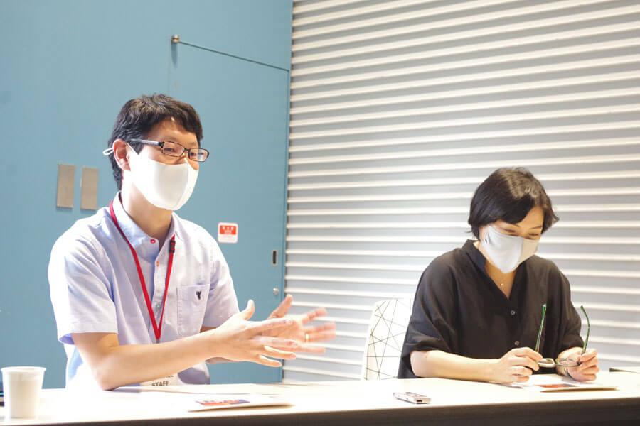 初の生配信への取り組みに「今回は正直、実験の要素が大きいです」と話す星川さん(左)と空晴の岡部