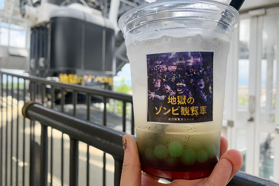 カシスグレープ、コーティングジュースキウイ味、炭酸水で三層になった「ゾンビドリンク」(500円・税込)