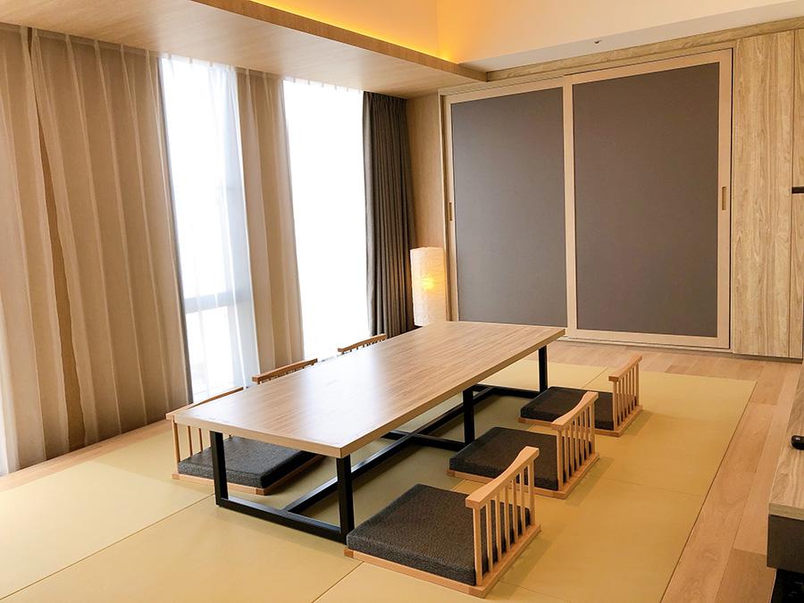 小さな子どものいる家族に好評の和洋室は5名まで宿泊可。63平米と広々