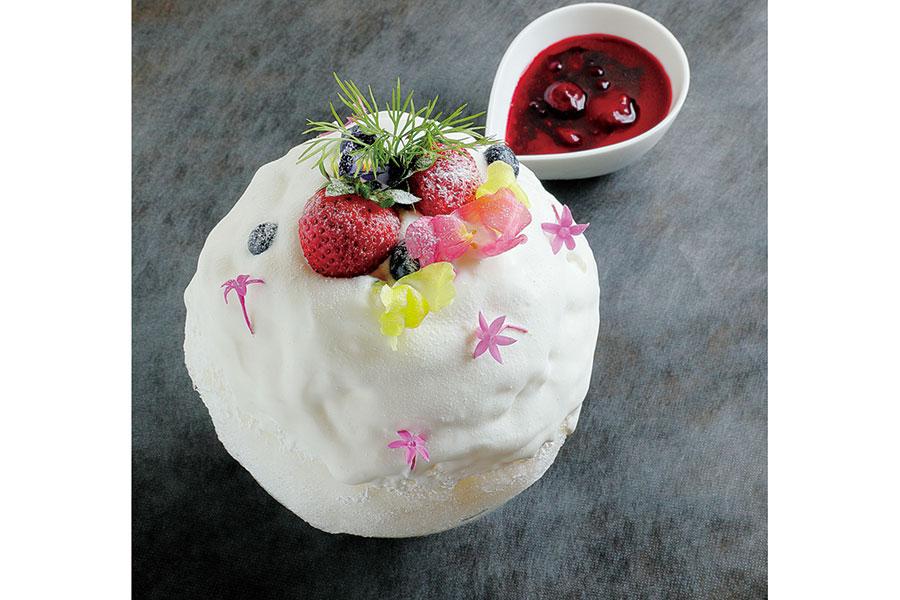 もちろん、パティシエらしいかき氷も。ベルガモットの華やかな香りとフロマージュブランの優しい酸味が広がる、フロマージュベルガモット930円