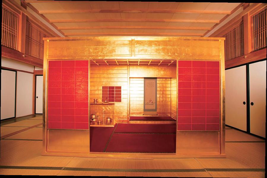 特別展示される、豊臣秀吉が造らせた「黄金の茶室」(復元)<京都市蔵>