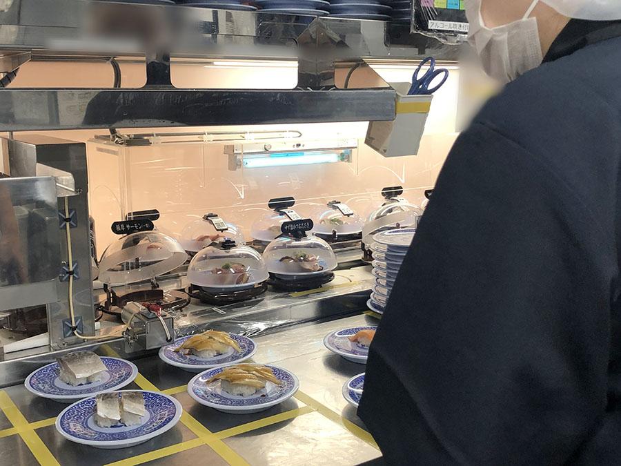 厨房に設置された「紫外線殺菌システム」