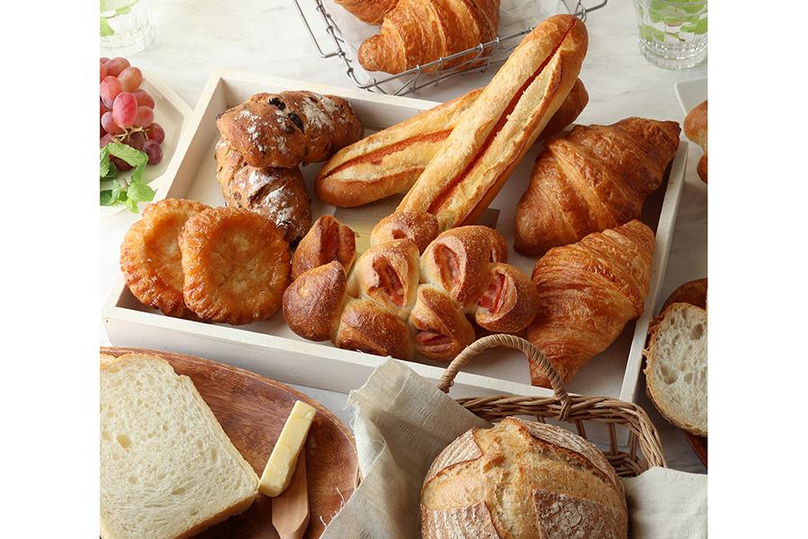おためしセットは、めんたいフランス、クロワッサン、クイニーアマン、マカダミアレーズン、パン・オ・ルヴァン、ベーコンエピ、フランスブランの7種