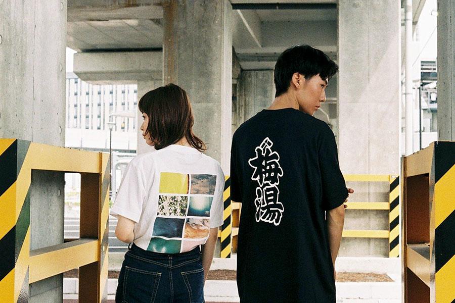 (左から)井上みなみ「COROL-Tshirt」、サウナの梅湯「梅湯Tシャツ」