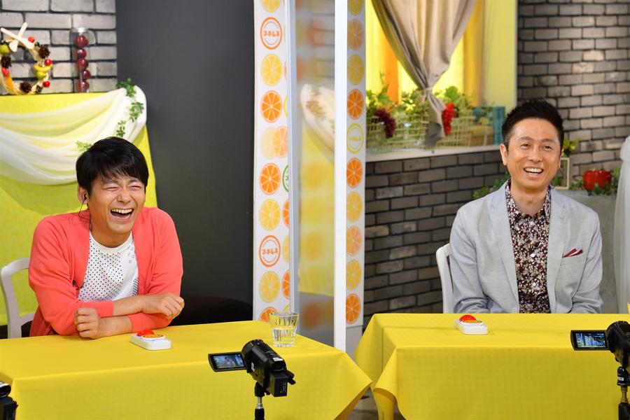 クイズに答えるロザンの菅(左)、宇治原(写真提供:MBS)