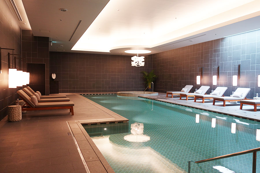 宿泊者限定で使えるプールは、全長16m、深さ1.2m