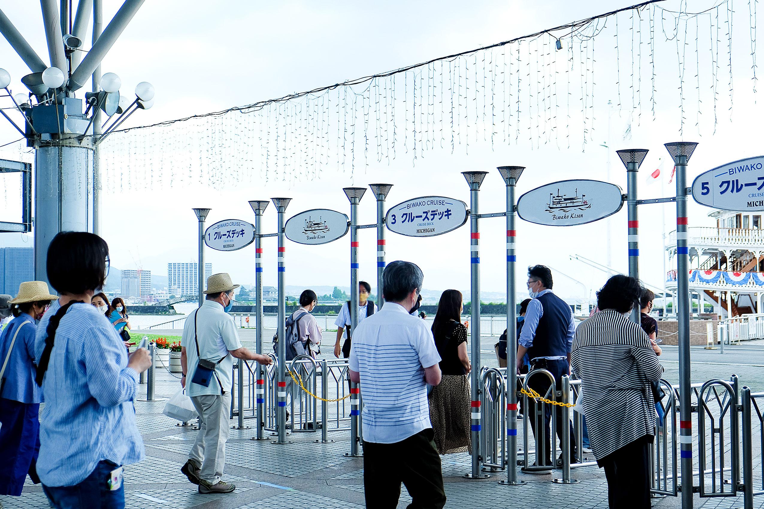 乗船当日は検温後にチケットとランチボックスを購入、港内の喫茶店「café capitano」でランチボックスを受け取る。もちろん乗船のみもOK