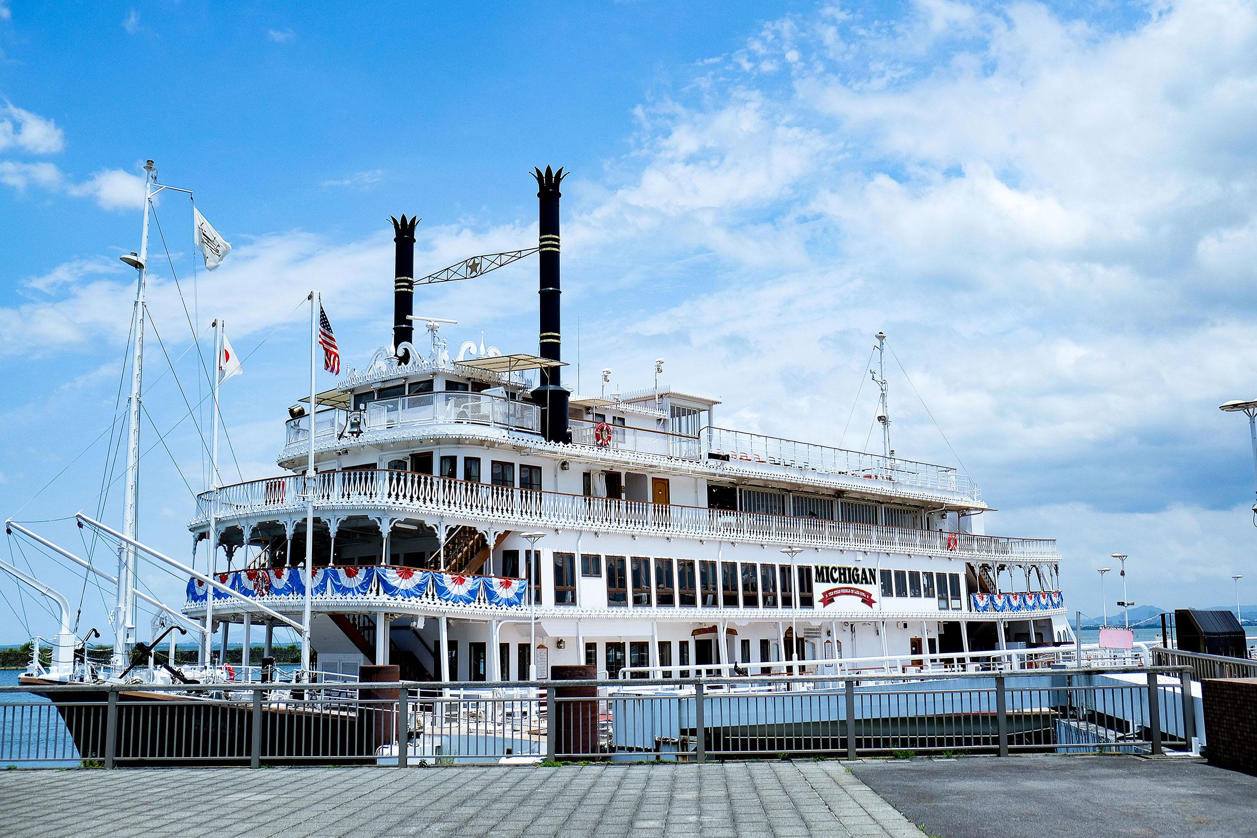 琵琶湖で人気の遊覧船「ミシガン」