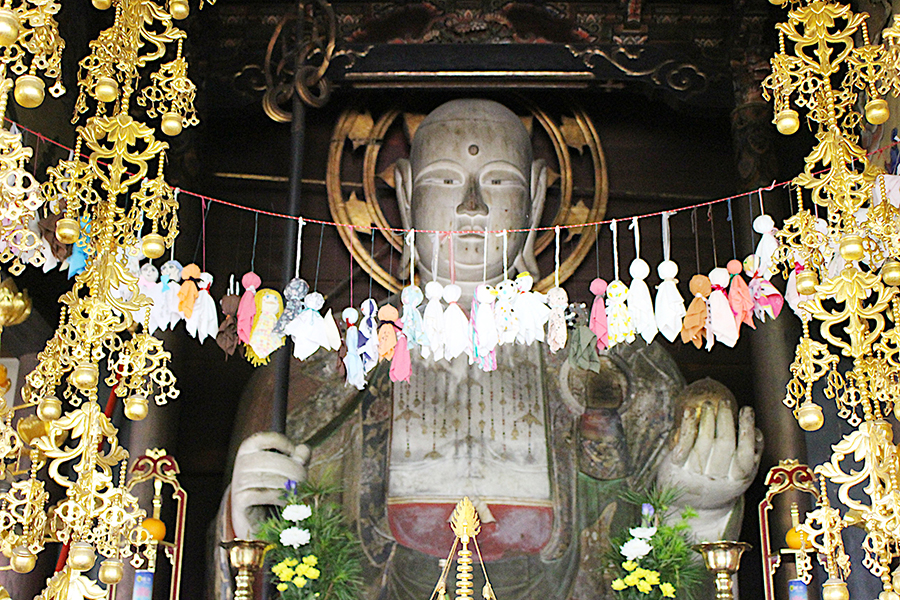 嵯峨天皇の皇后が懐妊のおり、地蔵菩薩に祈願。皇子安産報謝のため、小野篁に命じて安置したと伝わるご本尊の地蔵尊