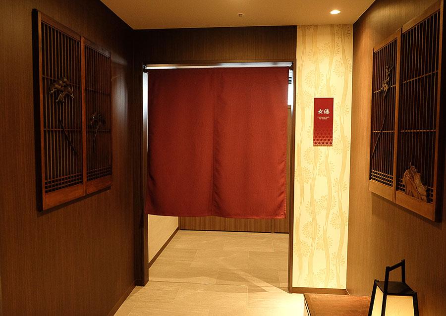 広々とした浴槽でリラックスできる大浴場も