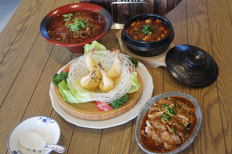 FUYOUENでは、中国から食材を取り寄せる。ピリ辛な「本格四川麻婆豆腐」、「海老のマヨネーズ和え」880円
