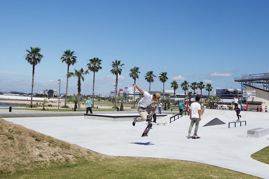 スケートボードのコーナーも無料で利用可。日の出から日没まで利用可