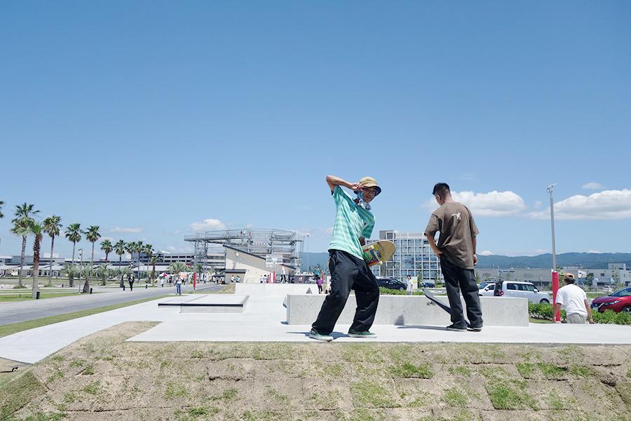 ストリートパークでは、スケートボードや3×3専用コートが無料で使用できる