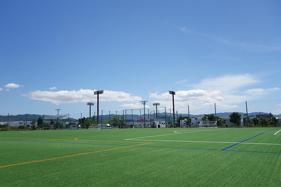 サッカー、アメフトが楽しめ、ナイター設備も完備したSORA FIELD