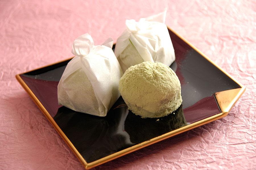「埋れ木」(8個入り864円税込)の日持ちは1週間程度。彦根城の庭園・玄宮園の休憩処でも味わえる