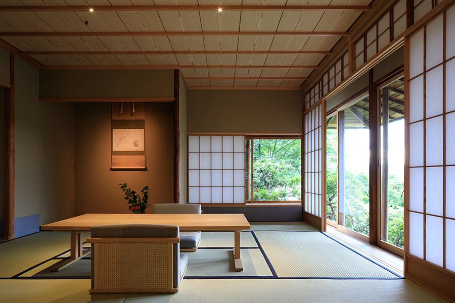 100平米超の客室「月7」は、唯一、別館のロビー、ホテル、市内の風景を眼下に望む