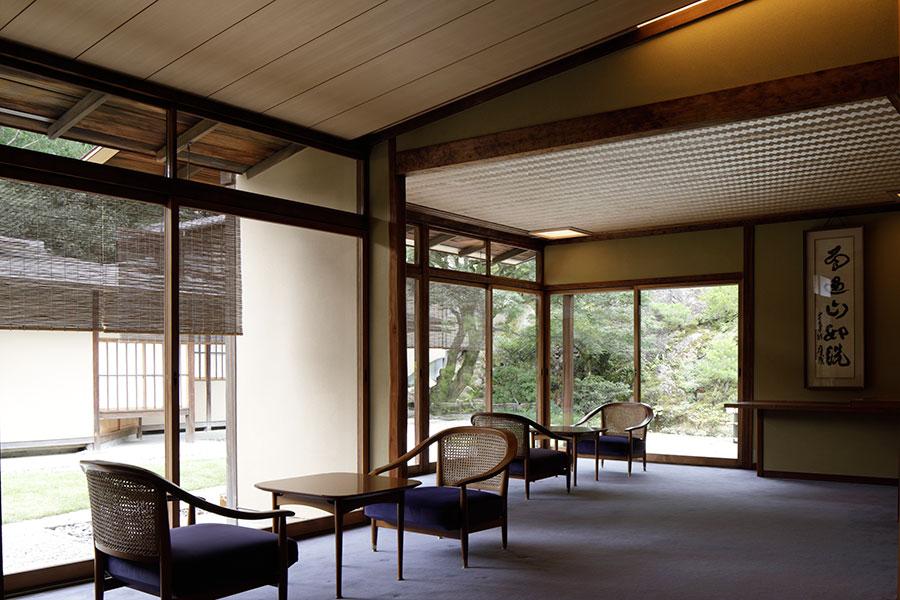 村野藤吾氏がデザインした椅子もリペアし残している
