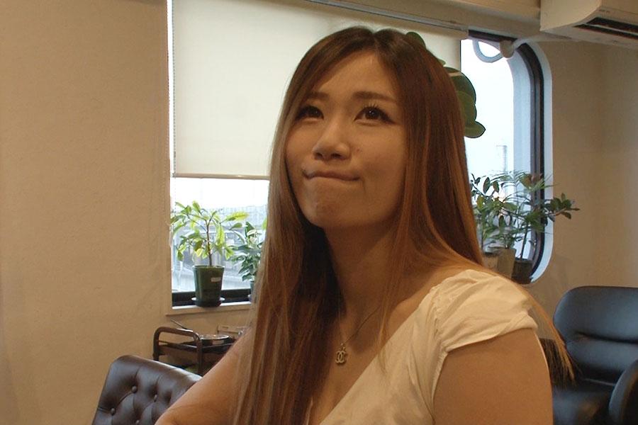 名門女子大卒の元銀行員が転身…女子プロレスラーに密着