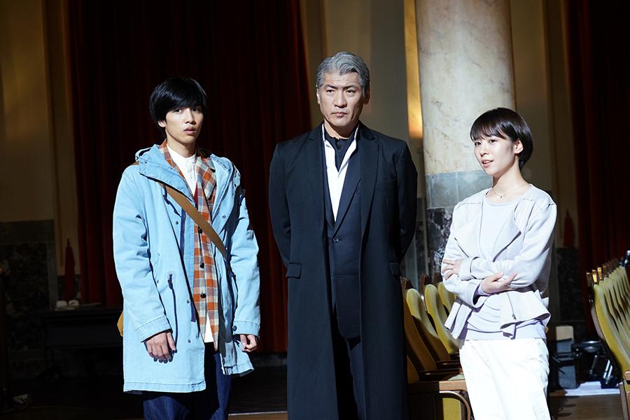 左から、志尊淳、吉川晃司、吉谷彩子 ©ktv