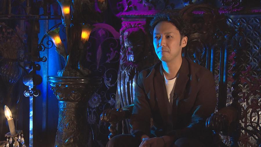 出演する怪談師・伊藤太一(いとうたいいち)。漫才コンビ・ランドスネイルのひとり ©ktv